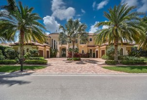 One of St. Andrews Country Club's largest, eye-catching homes, the nearly 12,000-square-foot 'Foxborough Gem' lakefront mansion in Boca Raton, FL., will be auctioned off on December 2. The unique property, featuring six bedrooms, 10 baths, a state-of-the-art home theater, gourmet kitchen, elevator, four-car garage, and a huge pool/entertainment area overlooking a panoramic lake setting, is considered one of St. Andrews' premier homes and is listed for $5.7 million. (PRNewsfoto/Jim Gall)