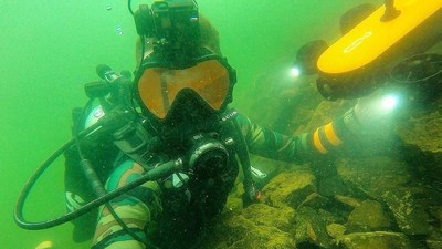 Titan-Dallmyd-underwater
