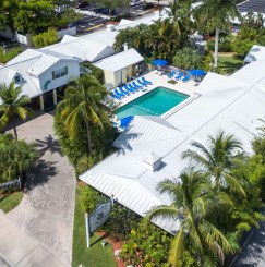 Aerial view of Lemon Tree Inn of Naples, FL